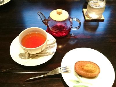 羽咋のカフェのクロシェットのフィナンシエと紅茶セット