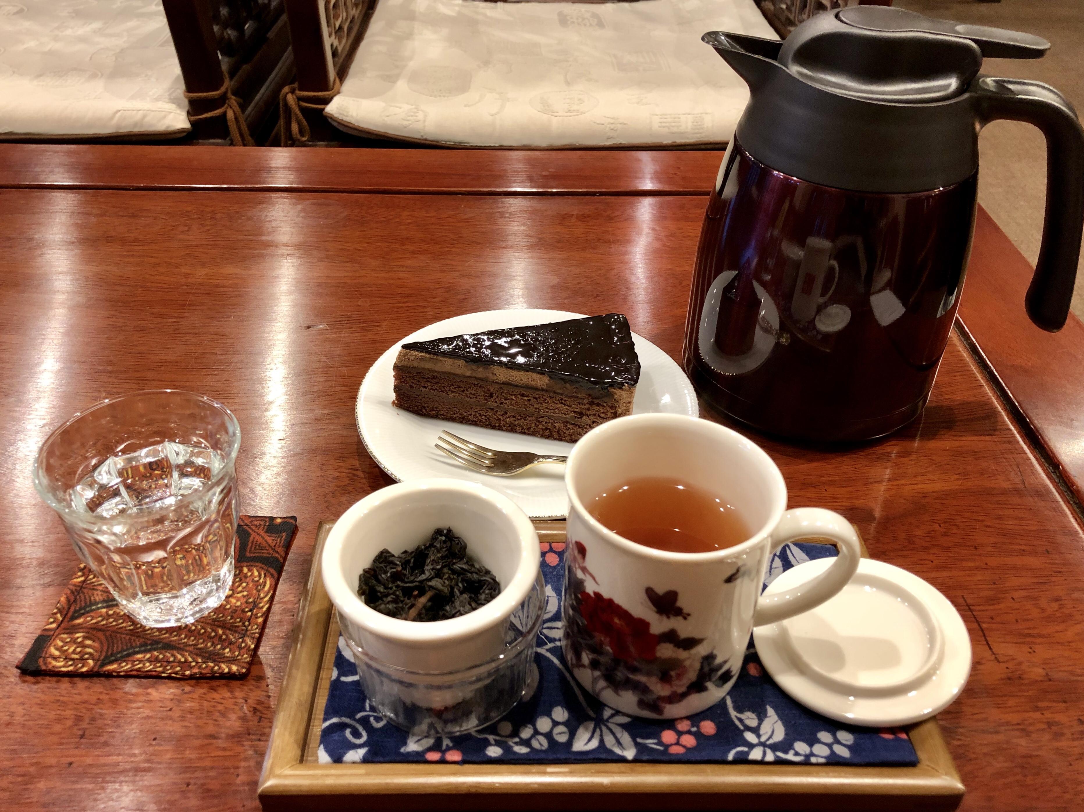 白山市の中国茶のカフェの旺徳福のケーキセット