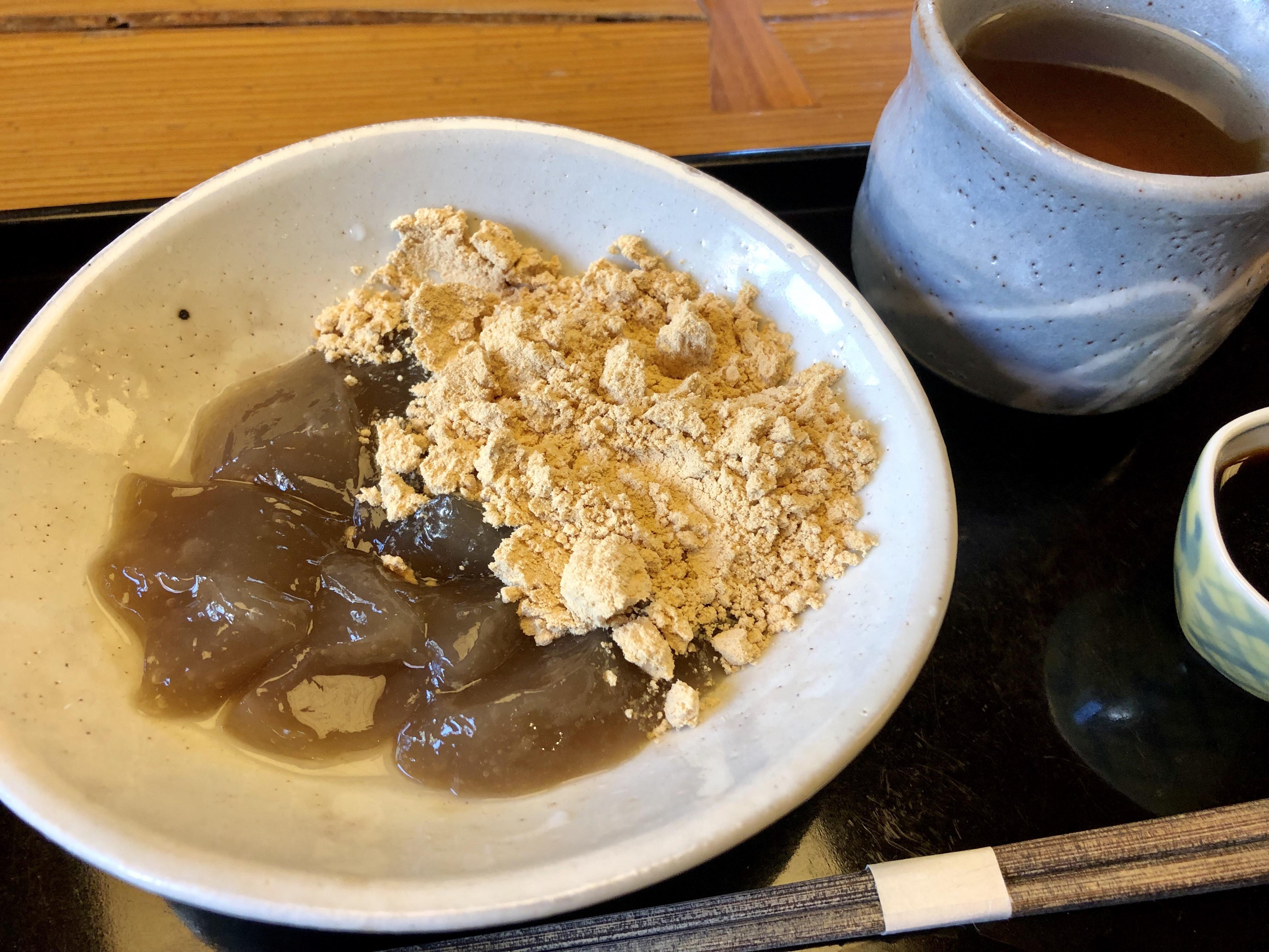 金沢の和カフェのつぼみのわらびもち