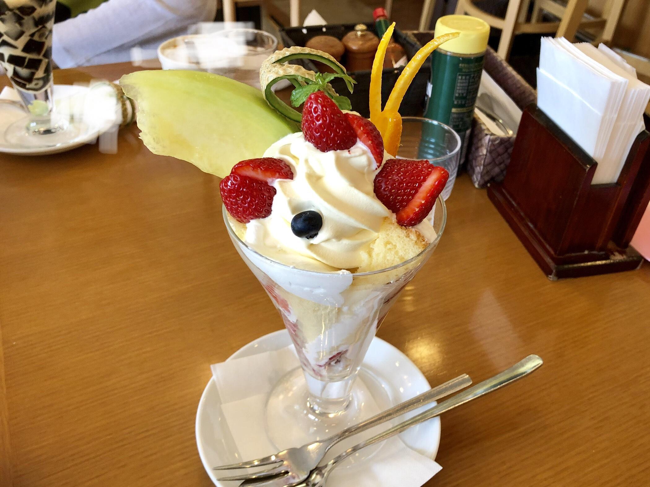 金沢市武蔵のフルーツむらはたのパフェ